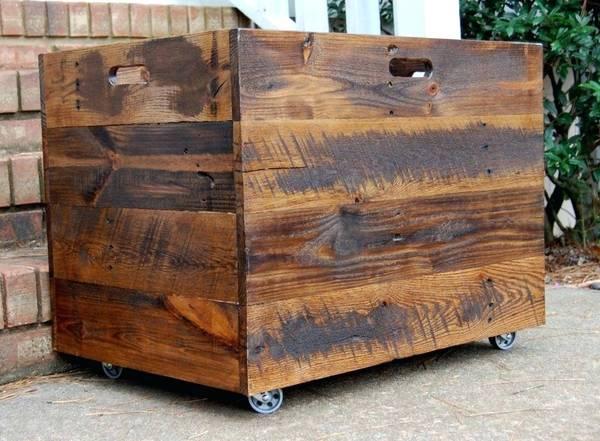 caisse en bois fermée